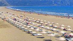 Bodrum'daki Plaja Serilen Beyaz Kum…