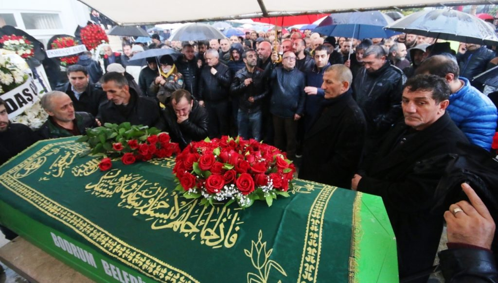 ali özdemir BODRUM, ALİ ÖZDEMİR'İ SON YOLCULUĞUNA UĞURLADI… ali odemir cenaze toreni 1