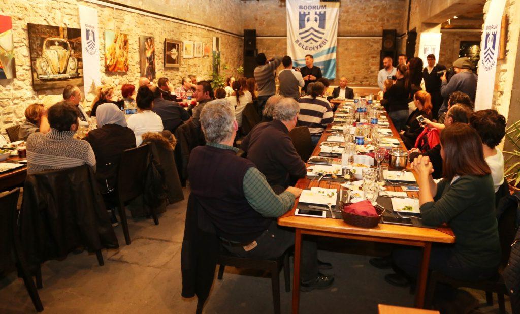 bodrumlu gazeteciler BODRUM'DA ÇALIŞAN GAZETECİLERİ UNUTMADI… baskan kocadon calisan gazetecileri unutmadi 3