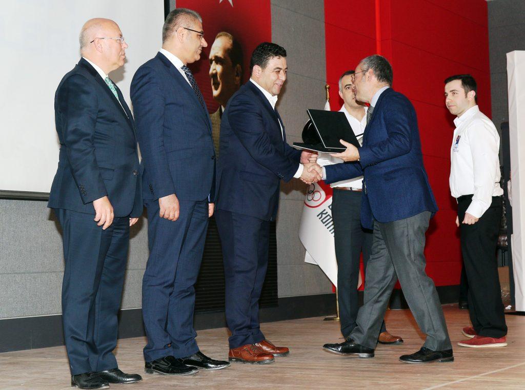 yelken TYF'NİN DESTEK ÖDÜLÜ MEHMET KOCADON'UN… turkiye yelken federasyonu destek odulu mehmet kocadon 1