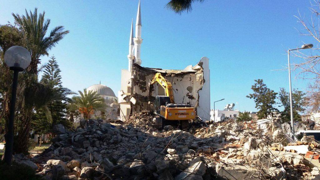 turgutreis TURGUTREİS BELEDİYE BİNASI YIKILIYOR… turgutreis belediye binasi yikiliyor 1