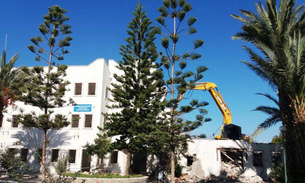 turgutreis TURGUTREİS BELEDİYE BİNASI YIKILIYOR… turgutreis belediye binasi yikiliyor 2