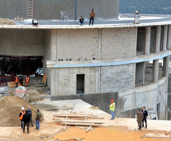 inşaat BİNANIN TEPESİNDE ALACAK EYLEMİ… paralarini almak i  in insaatin tepesine ciktiler 2