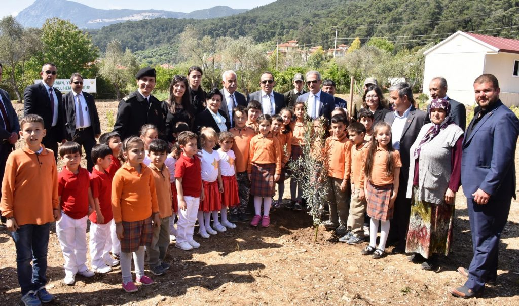 orman VALİ CİVELEK, ÖĞRENCİLERLE FİDAN DİKTİ… okullar hayat olsun mugla 3