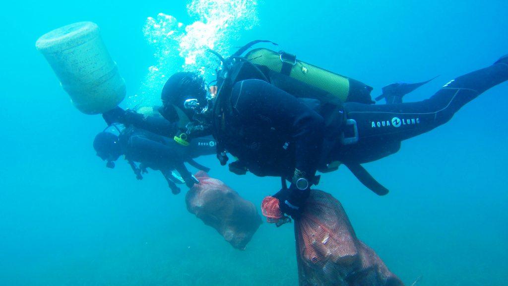mevi temizlik MAVİ TEMİZLİK, GÖLKÖY'DE DEVAM ETTİ… golkoyde deniz dibi temizligi 1