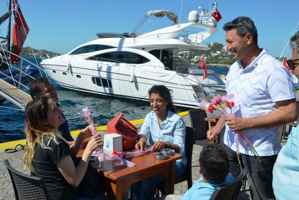 bodrum iyi parti İYİ PARTİ BODRUM'UN ANNELERİNİ UNUTMADI… iyi parti anneler gunu kutlama 3