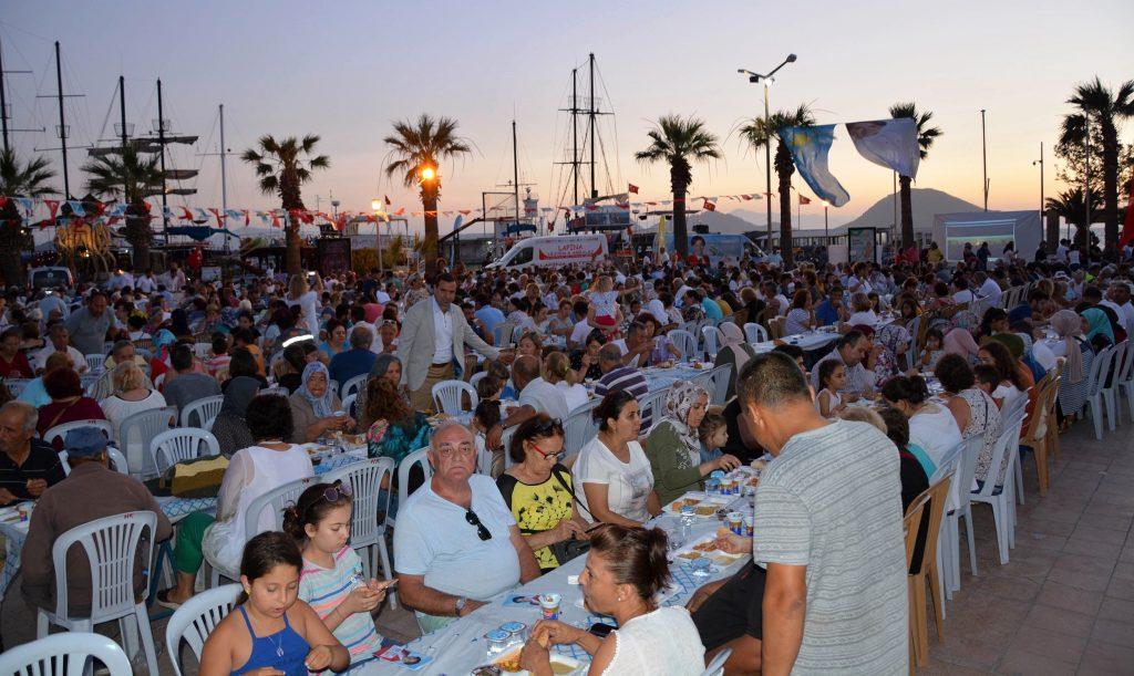 iyi parti bodrum İYİ PARTİ İFTAR YEMEKLERİNE TURGUTREİS'TE DEVAM ETTİ… iyi parti turgutreis iftar yemegi 1