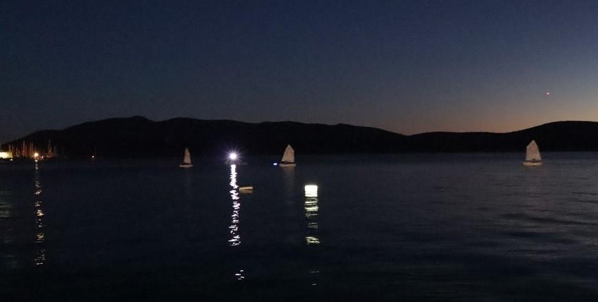 bodrum yelken YELKENCİLER İLK KEZ GECE SEYRİ GERÇEKLEŞTİRDİ… Bodrumsporlu yelkenciler ilk kez gece yelken yapti 2