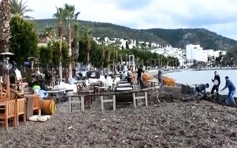 bodrum fırtına BODRUM'DA FIRTINA SONRASI ESNAF TEMİZLİK YAPTI… arema bodrum sahilde temizlik   al    malar