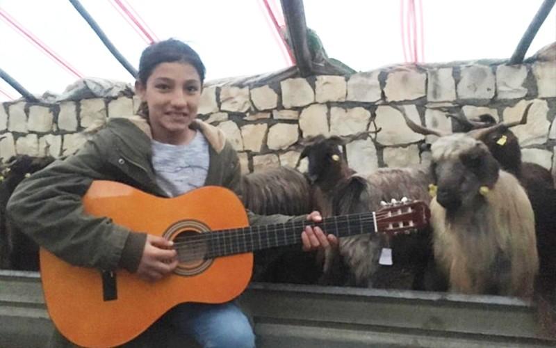 BODRUM'LU HAYIRSEVER HAYALLERİNE KAVUŞTURDU… arena gitar bodrumlu hay  rsever