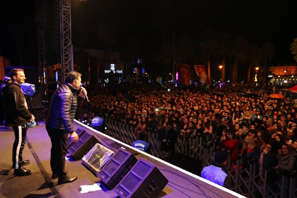bodrum yılbaşı edis konser BODRUM 2019'A EDİS KONSERİ İLE MERHABA DEDİ   bodrum 2019 edis konseri 7