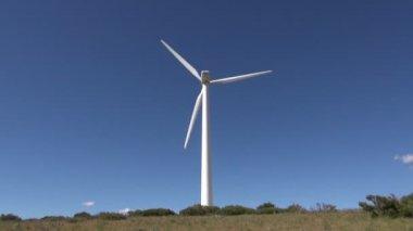 geriş res GERİŞ'TEKİ RES'LER İLE İLGİLİ İPTAL KARARI VERİLDİ… depositphotos 28497837 stock video back white turbine