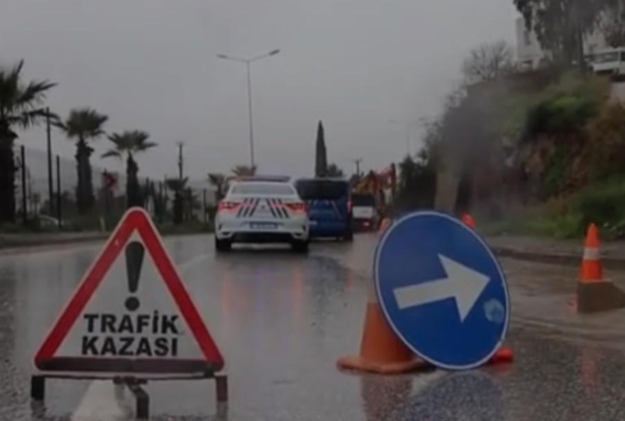 turgutreis kaza BODRUM'DA KAYALAR ARACIN ÜZERİNE DÜŞTÜ… kaza 1