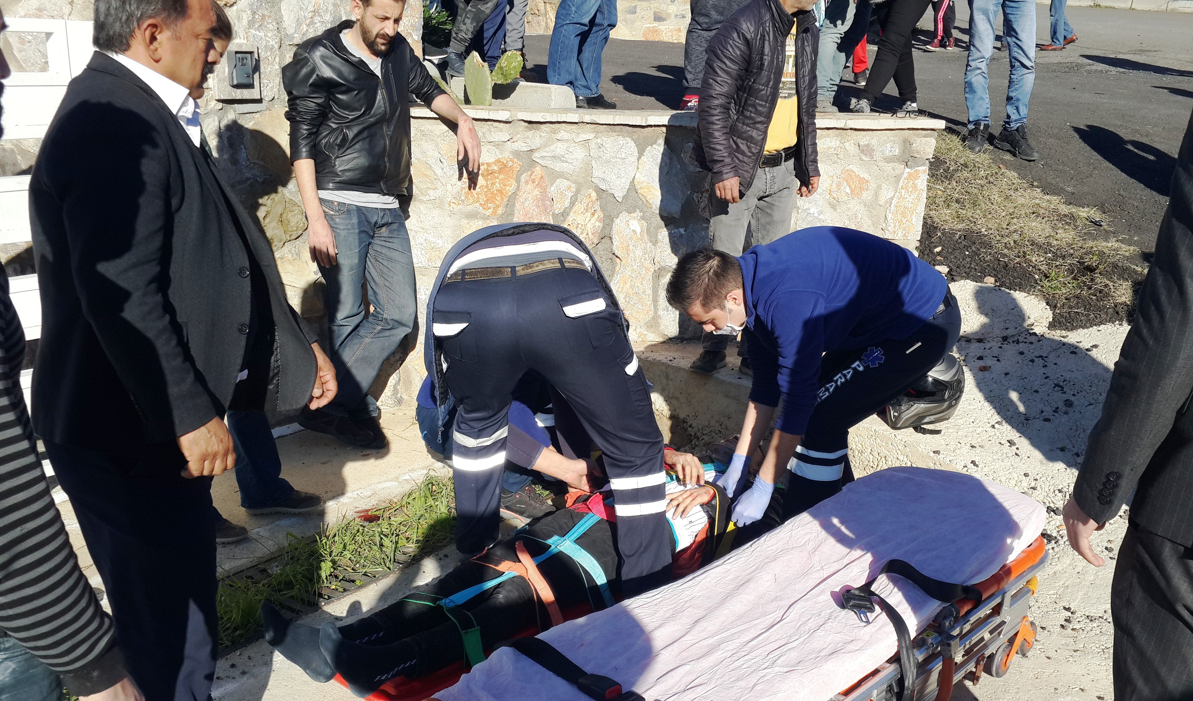 konacık kaza KONACIK'TA MEYDANA GELEN KAZADA 2 GENÇ YARALANDI… konacik motor kazasi 1
