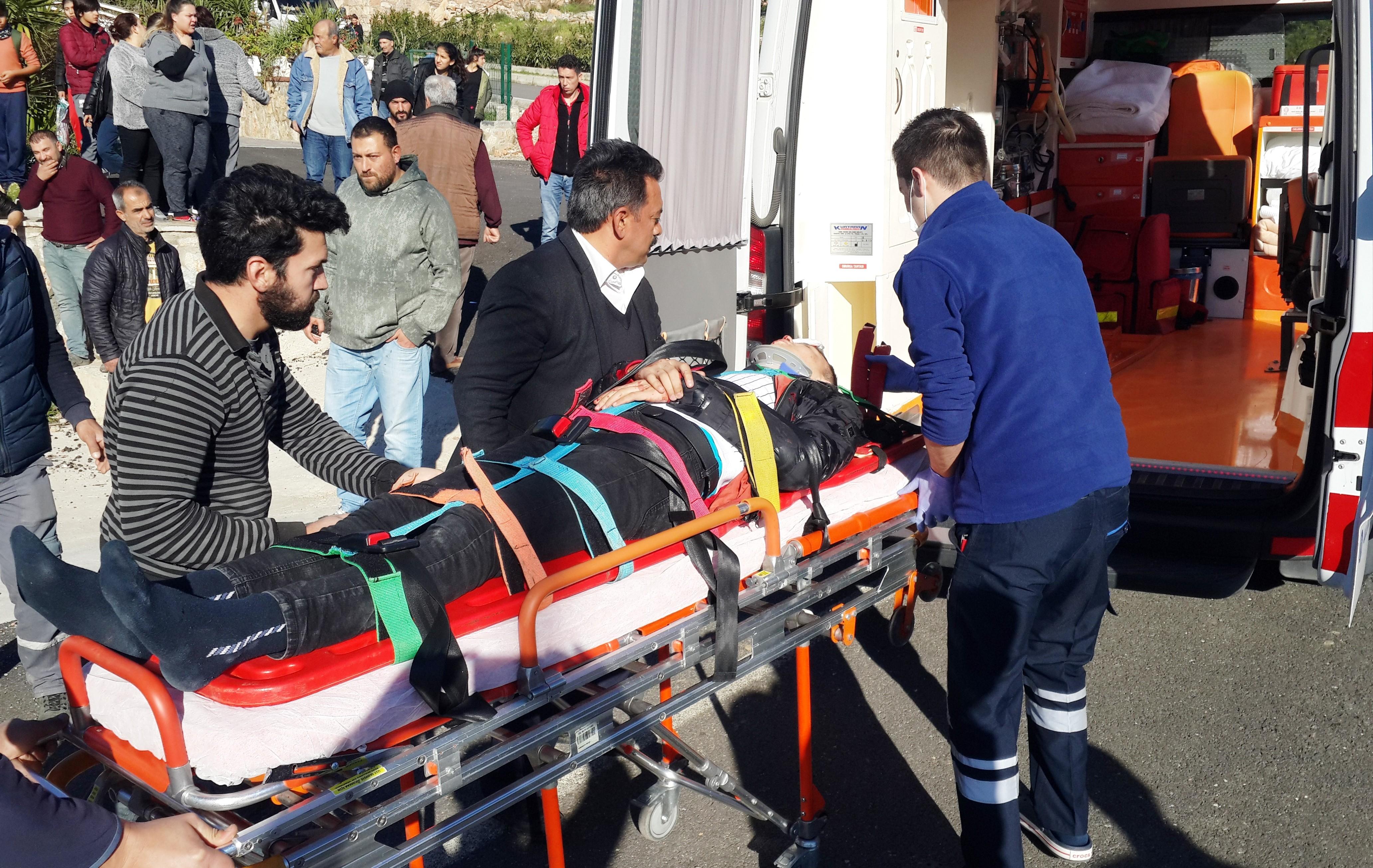 konacık kaza KONACIK'TA MEYDANA GELEN KAZADA 2 GENÇ YARALANDI… konacik motor kazasi 3