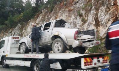 bodrum trafik kazası MİNİBÜS İLE KAMYONET ÇARPIŞTI… 3 YARALI… bodrum kaza 2 400x240