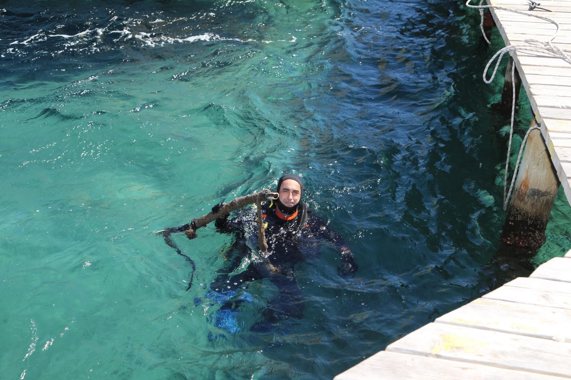denize en çok mavi yakışır DENİZ DİBİ TEMİZLİĞİ GÜMÜŞLÜK'TE DEVAM ETTİ… gumusluk deniz dibi calismasi 9