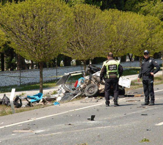 trafİk kazasi muĞla ÖLÜM ÇİÇEK SULARKEN YAKALADI… MU  LA KAZA 560x498