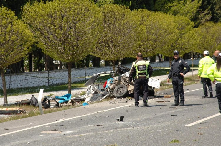 trafİk kazasi muĞla ÖLÜM ÇİÇEK SULARKEN YAKALADI… MU  LA KAZA