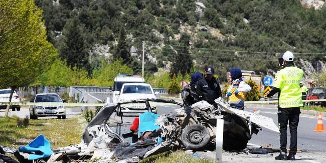 trafik kazası FECİ KAZADA İKİ KİŞİ YAŞAMINI KAYBETTİ… mugla kaza 1