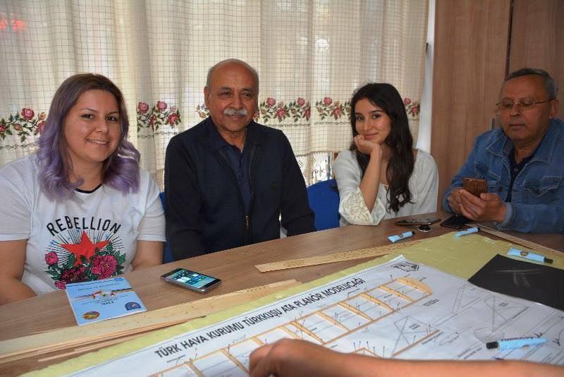 muğla büyükşehir belediyesi 100 YAŞ EVİ ÜYELERİ, MAKET UÇAK YAPIMINI ÖĞRENİYOR… 100 Ya   Evi   yeleri maket u  ak yap  m  n       reniyor 1