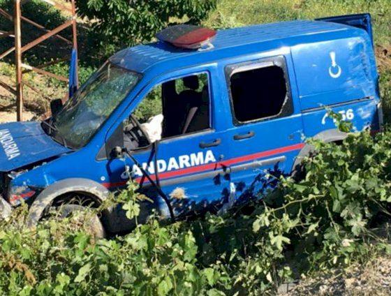 jandarma JANDARMA ARACI DEVRİLDİ… JANDARMA ARACI 560x424