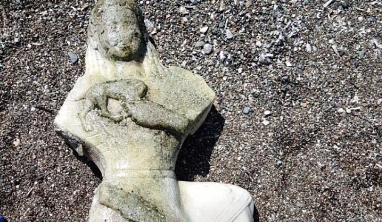 datça DENİZDEN ÇIKAN KADIN HEYKELİ  ŞAŞIRTTI… denizde yuzerken kadin heykeli buldu b6b2b