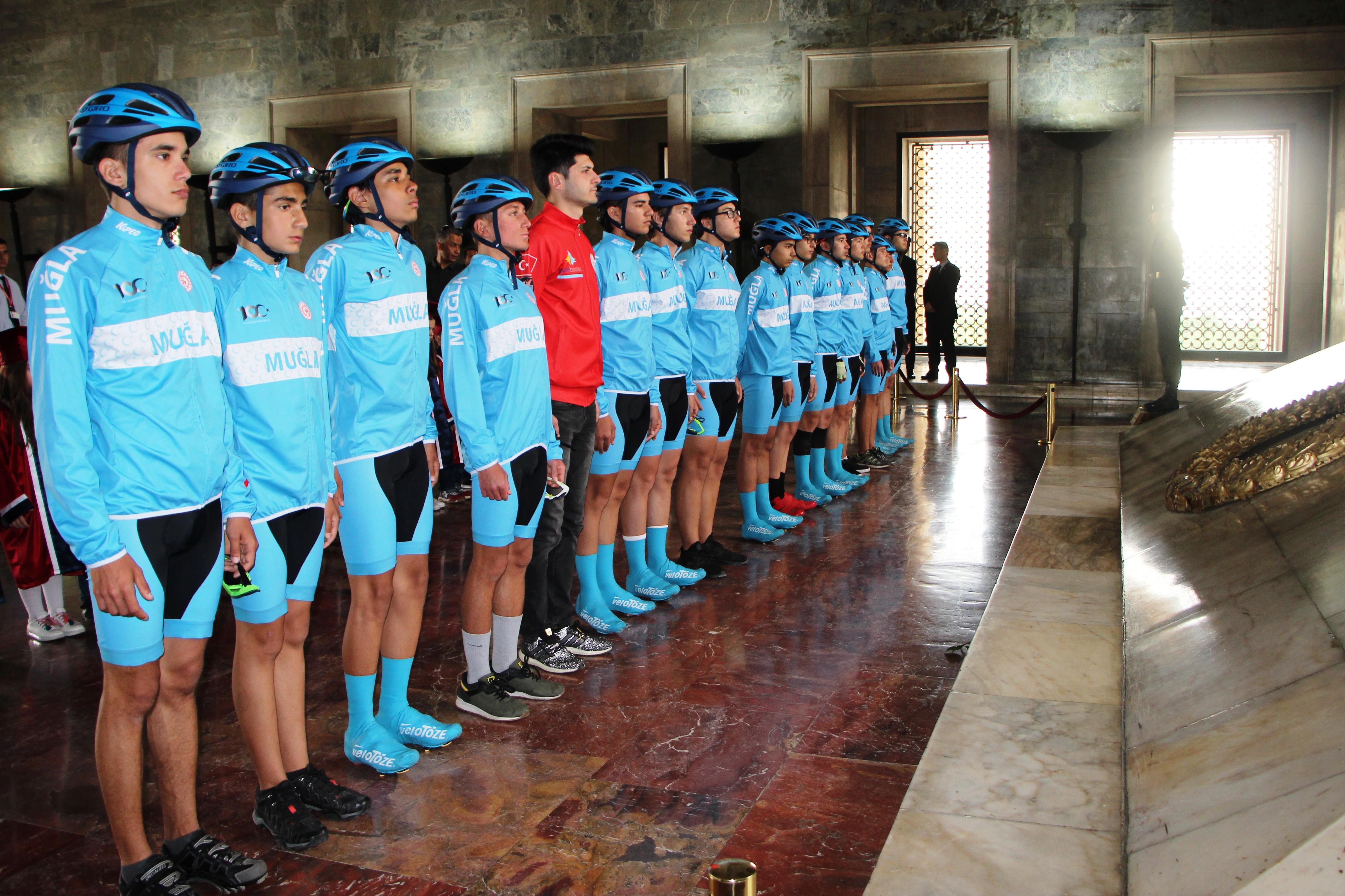 türkiye bisiklet federasyonu MUĞLALI BİSİKLETÇİLER ANITKABİR'İ ZİYARET ETTİLER… mugla bisiklet samsun ankara 1