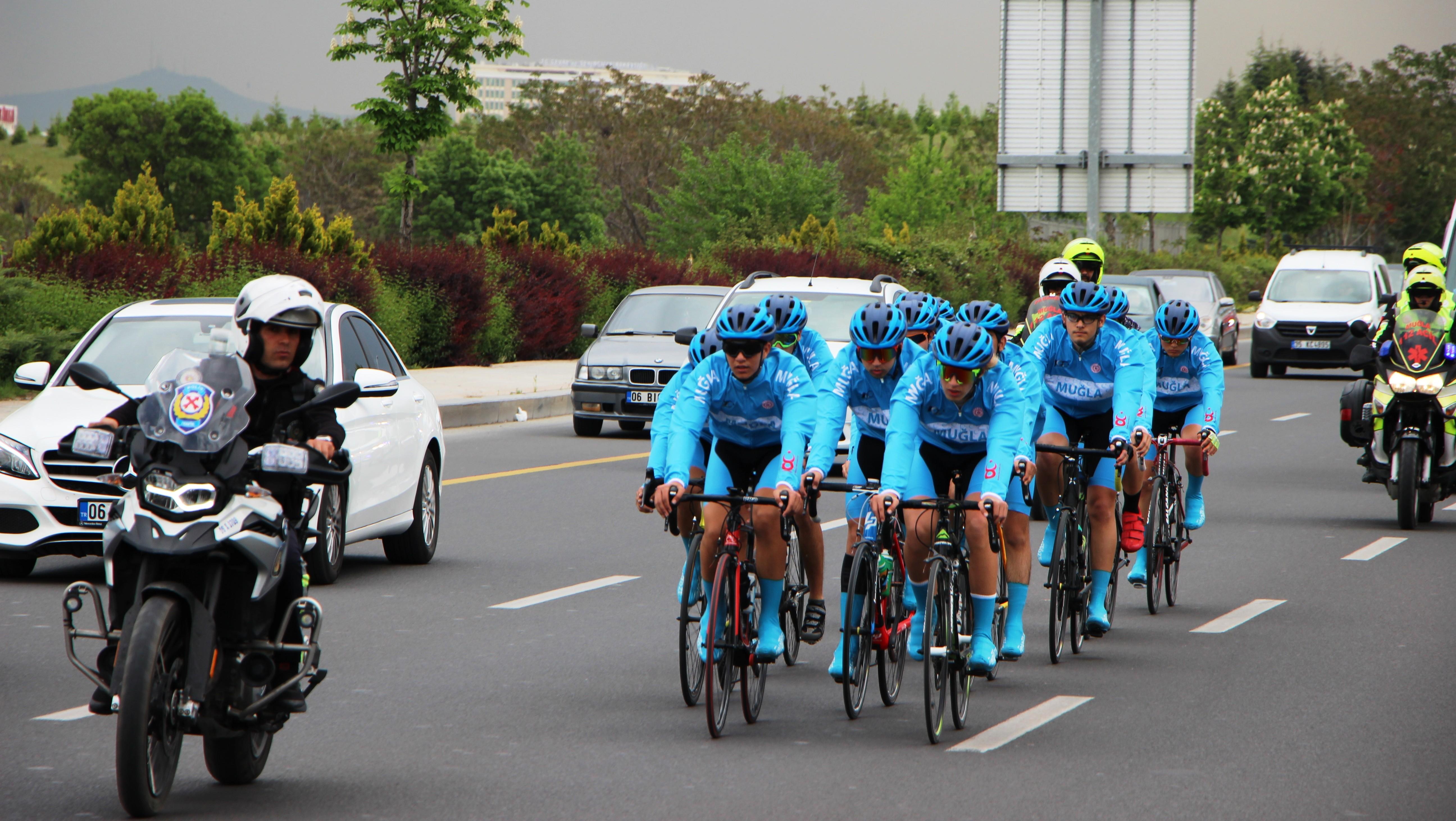türkiye bisiklet federasyonu MUĞLALI BİSİKLETÇİLER ANITKABİR'İ ZİYARET ETTİLER… mugla bisiklet samsun ankara 3