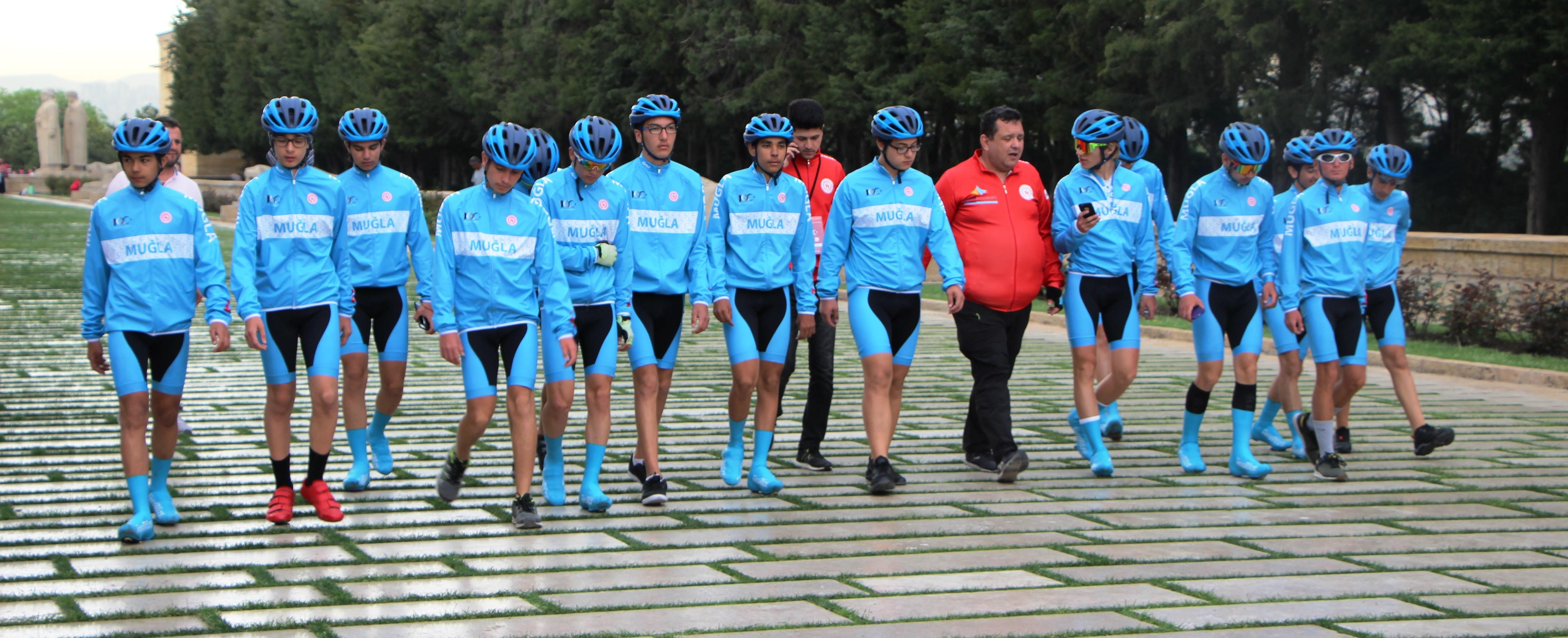 türkiye bisiklet federasyonu MUĞLALI BİSİKLETÇİLER ANITKABİR'İ ZİYARET ETTİLER… mugla bisiklet samsun ankara 5