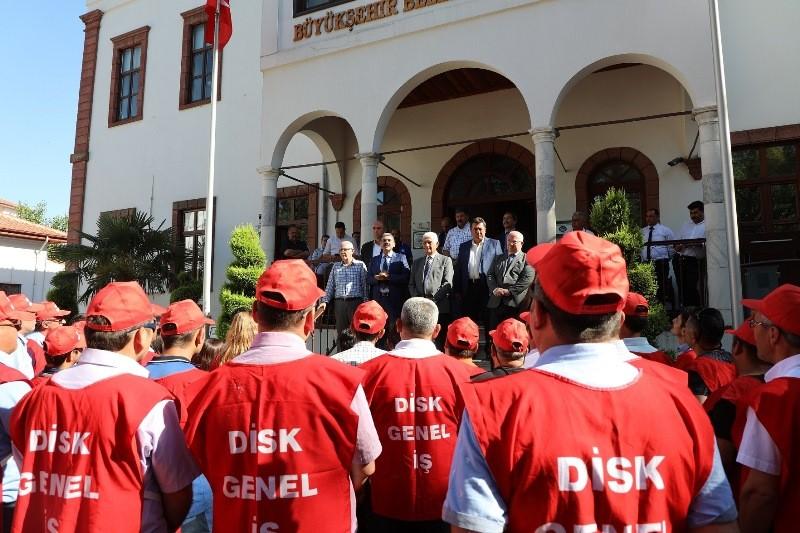 muğla büyükşehir belediyesi İŞÇİLER ZAMMI DAVUL ZURNA İLE KUTLADI…       iler Zamm   Davul Zurna   le Kutlad   7