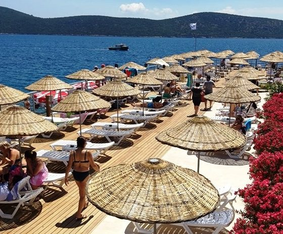 kültür ve turizm bakanlığı BAKANLIK PLAJINDA ŞEZLONG ARTIK ÜCRETLİ… tavsanburnu halk plaji 1 560x464