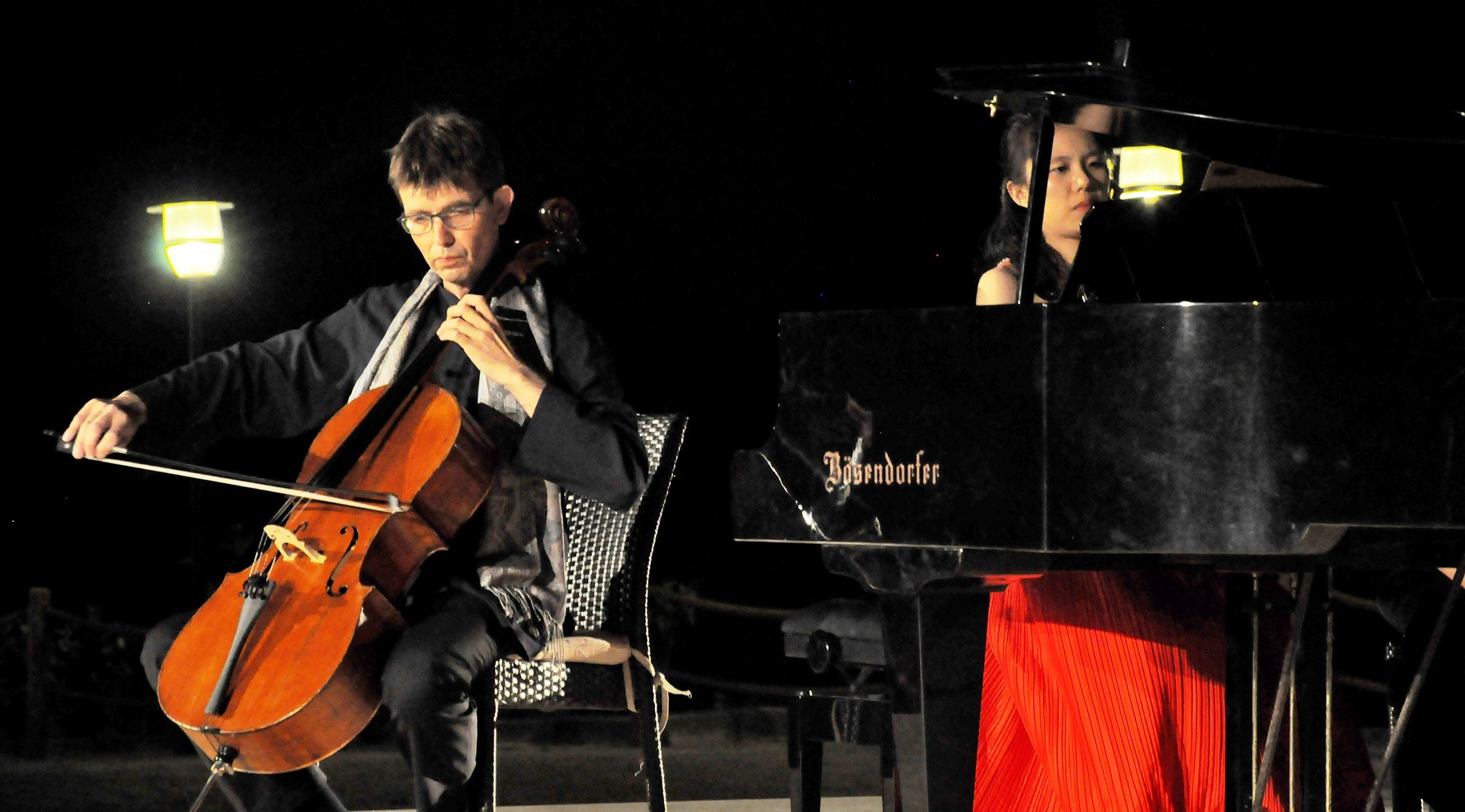 hua hsuan lee ZEFİRYA'DA VİYOLONSEL VE PİYANO UYUMU MEST ETTİ… gumusluk muzik festivali 2