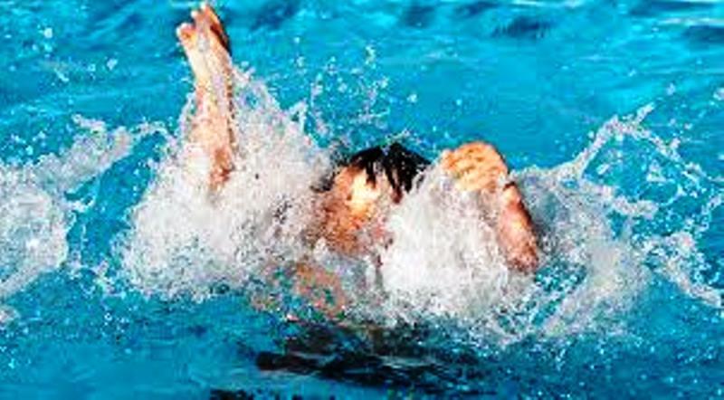 rusya HAVUZ DA KORKULU ANLAR… havuz bagulma1