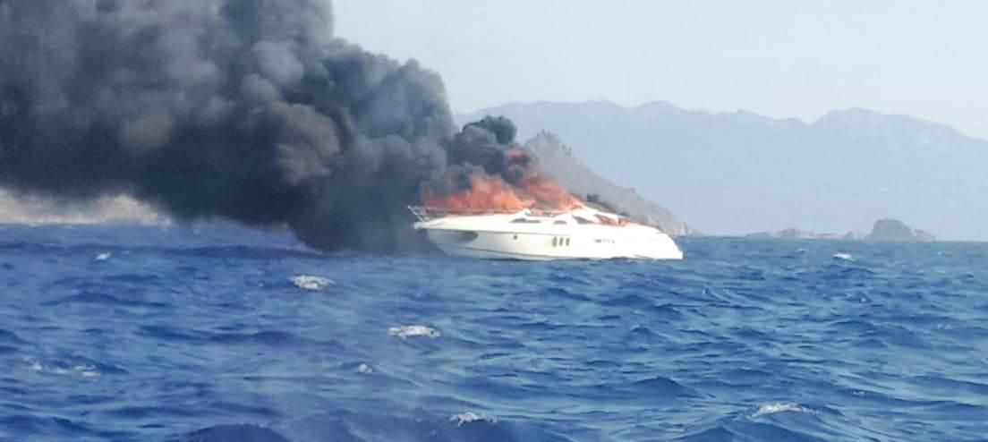 turgutreis tekne yanıyor TURGUTREİS AÇIKLARINDA YANAN TEKNEYE MÜDAHALE EDİLMEYE ÇALIŞILIYOR… turgutreis deniz kazasi 2