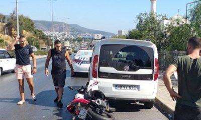 bodrum kaza DİKKATSİZ SÜRÜCÜ PARK HALİNDEKİ ARACA ÇARPTI… bodrum kaza 400x240