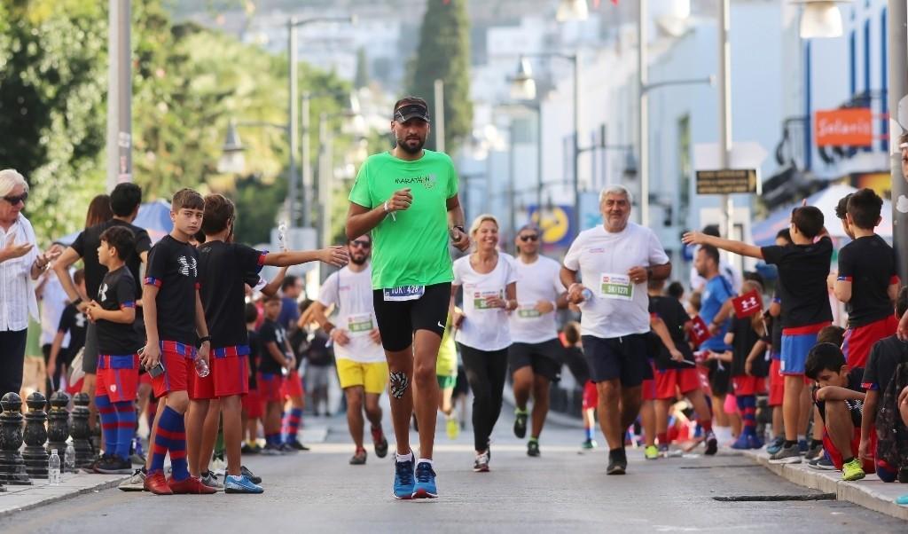 bodrum yarı maraton BODRUM YARI MARATONU RENKLİ GÖRÜNTÜLERE SAHNE OLDU… Bodrum Yari Maraton 2