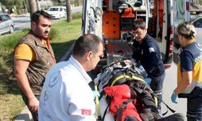 bodrum kaza KAMYONETLE ÇARPIŞAN MOTOSİKLET 100 METRE SÜRÜKLENDİ… bodrum kaza 1 400x240