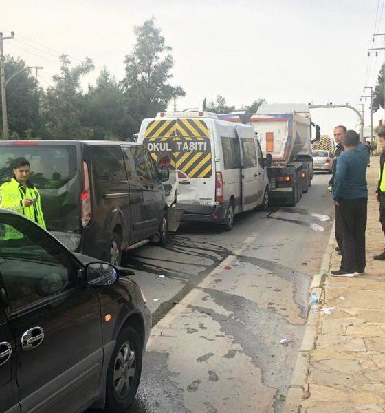bodrum kaza ÖĞRENCİ SERVİSİNİNDE BULUNDUĞU 4 ARAÇ ZİNCİRLEME KAZA YAPTI. bodrum kaza asayis 560x600