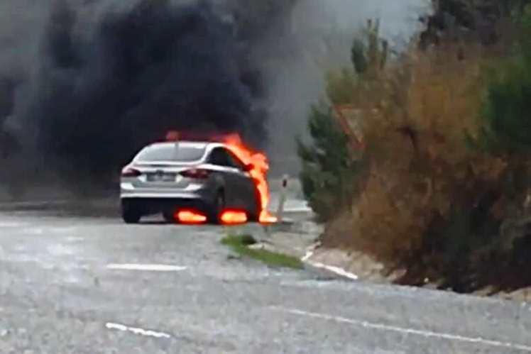 selda kızıl Yanan araçla yüzlerce metre gittiler… selda kizil kaza 2