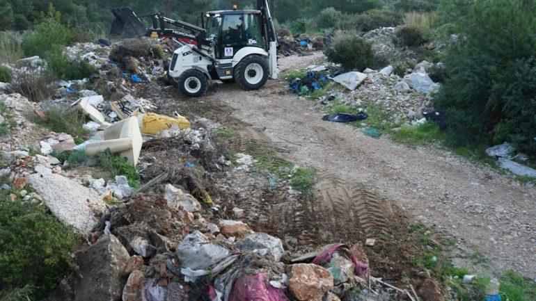 Doğaya 65 ton atık bıraktılar…