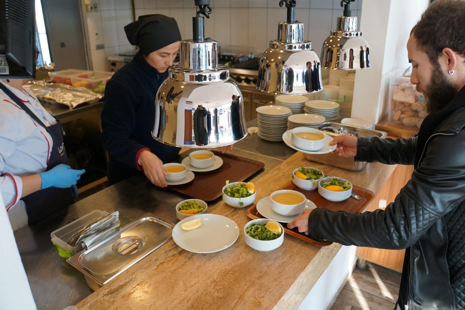 bodrumlu öğrencilere çorba Bodrum Belediyesinden üniversitelilere çorba hizmeti… bodrum belediyesi universitelilere corba hizmeti 1