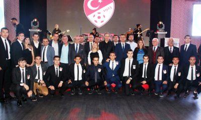 muğlalı futbol hakemleri Hakemler kokartlarını Bodrum'da taktı… bodrum tff hakem gecesi 400x240