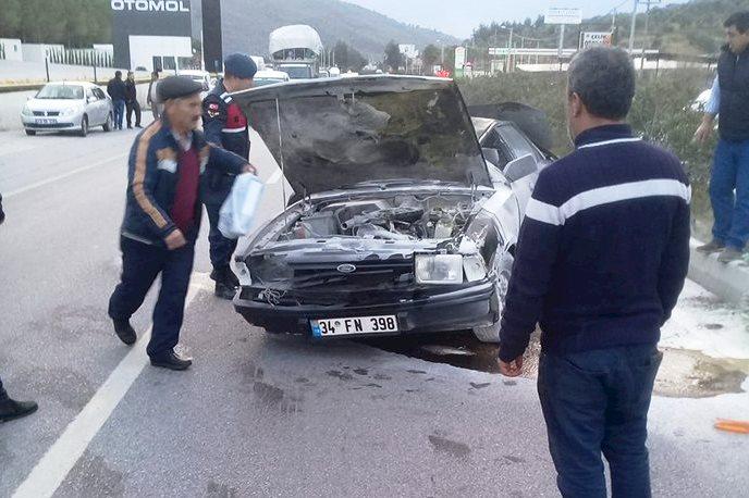 milas kaza Refüje çarpıp takla attı… milas kaza 1 1