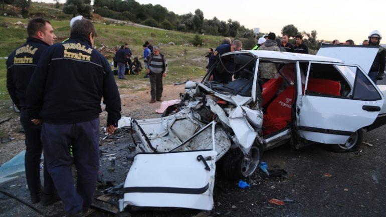 7 Aylık hamile kadınında yaralandığı kaza korkuttu…