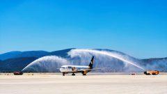 """Milas-Bodrum Havalimanı'na Ukrayna'dan Gelen Uçak """"Su Takı""""yla Karşılandı…"""