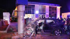 Toteme çarptı: 2 ölü, 3 yaralı…