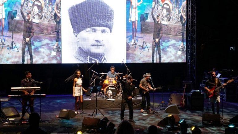 Loulou Dedola'dan Barış Günü Konseri..